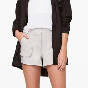 Lululemon This Instant Short 10 NWT Silverstone